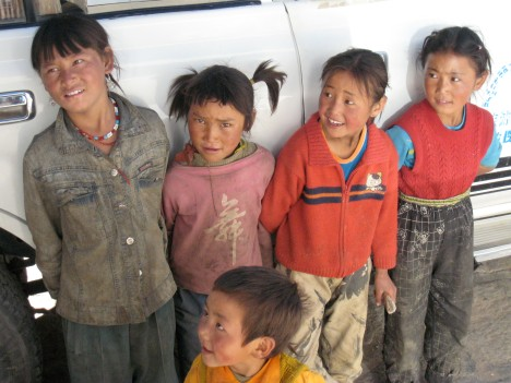 children-at-shigatse