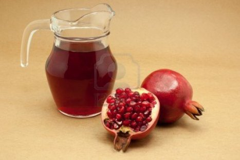 15014748-pomegranate-juice-in-a-jug-and-ripe-pomegranate